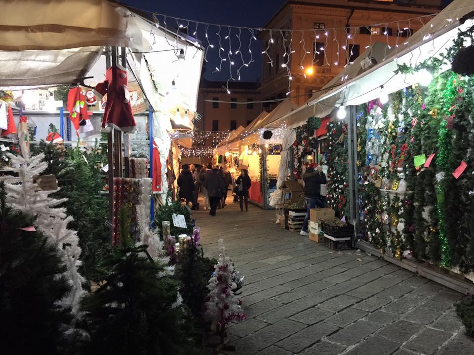 Mercato di Natale in piazza Matteotti