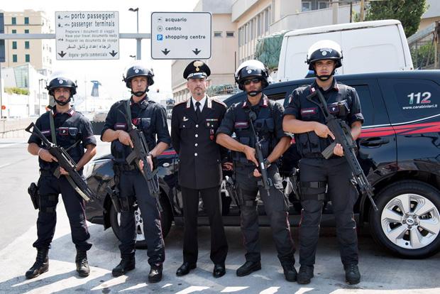 Antiterrorismo ecco i carabinieri super addestrati che a - Carabinieri porta genova milano ...